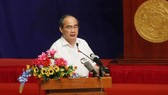 Secretary of the Ho Chi Minh City Party Committee Nguyen Thien Nhan answers voters' queries (Source: VNA)