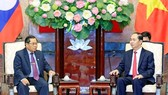 President Tran Dai Quang (R) receives Lao National Assembly Vice Chairman Sengnouane Xayalath (Photo: VNA)