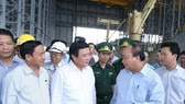 Prime Minister Nguyen Xuan Phuc (second, right) inspects the Hung Nghiep Formosa Ha Tinh Steel Company on July 20 (Source: VNA)