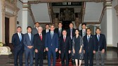 Leaders of HCM City and the US delegation from Los Angeles pose for a group photo (Photo: VNA)