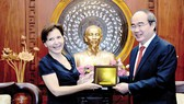 Secretary of HCMC Party Committee Nguyen Thien Nhan (R ) and Italian Ambassador to Viet Nam Cecilia Piccioni