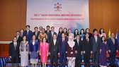 PM Nguyen Xuan Phuc (fifth from left) at the third ASEAN Ministerial Meeting on Women (Photo: VNA)