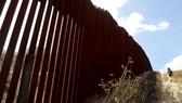 Mẫu tường trên biên giới Mỹ-Mexico (Nguồn: EPA)