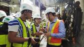 Học sinh hào hứng tham quan dự án ga tàu điện ngầm Metro