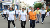 Đồng chí Võ Thị Dung, Phó Bí thư Thành ủy TPHCM tham gia đi bộ gây quỹ vì người nghèo