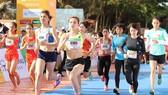 Nhà vô địch SEA Games Nguyễn Thị Oanh (E503) dễ dàng gàinh chiến thắng ở đường đua 5km nữ.
