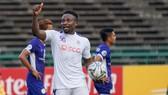 Oseni tỏa sáng với cú hattrick trước NagaWorld. Ảnh: AFC