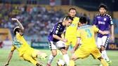 Nhiều khó khăn chờ đón CLB Hà Nội trên sân Thanh Hóa ở vòng 9. Ảnh: MINH HOÀNG