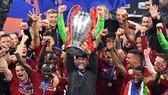 Jurgen Klopp hưởng niềm vui chiến thắng Champions League cùng Liverpool.