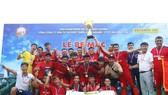Tân vô địch mùa bóng 2019, CLB Hoàng Gia. Ảnh: Đình Viên