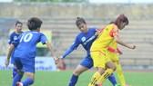 Sơn La (áo vàng) đã có trận thắng lịch sử tại giải VĐQG. Ảnh: Anh Trần