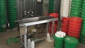 Phương tiện được các đối tượng dùng để sản xuất dầu nhớt giả, kém chất lươ