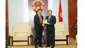 Bộ trưởng Trương Minh Tuấn và ông Damian Yeo