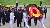 Chủ tịch Triều Tiên Kim Jong-un vào Lăng viếng Chủ tịch Hồ Chí Minh trước khi rời Hà Nội