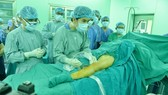 Vietnamese doctors use Cyanoacrylate glue to treat varicose veins