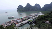 Tourism boats at Dau Go Cave (Photo: VNA)