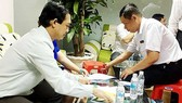 Inspectors fine a violating clinics where Chinese physicians are practising (Photo: SGGP)