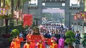 Lãnh đạo TPHCM dâng cúng bánh tét Quốc tổ Hùng Vương