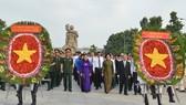 Lãnh đạo TPHCM dâng hương, dâng hoa tưởng niệm Chủ tịch Hồ Chí Minh và các anh hùng liệt sĩ