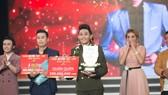 Hồng Thanh trở thành quán quân bảng tài năng Cười xuyên Việt 2017