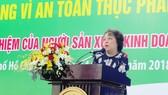 Bà Phạm Khánh Phong Lan phát biểu
