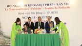 Bệnh viện Nhi Đồng 2 và Viện Trường CHU Grenoble (Pháp) ký kết hợp tác