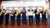 Bệnh viện Đại học Y dược TPHCM đón nhận Huân chương Lao động hạng Nhất