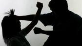 Bạo lực gia đình: Vì là người thân nên không tố cáo, khởi tố thì xin bãi nại!