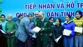 Trao hỗ trợ cho người dân Quảng Ngãi