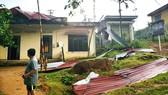 Lốc xoáy tốc mái nhà dân