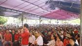 Hàng trăm người dân đến tham gia đối thoại