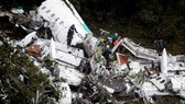 Chiếc máy bay chở đội bóng đá Chapecoense (Brazil) vỡ nát khi đâm vào rừng rậm gần TP Medellin của Colombia, ngày 29-11-2016. Ảnh: REUTERS