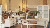 Sản phẩm nội và ngoại thất của các doanh nghiệp chế biến gỗ. Ảnh: CÔNG PHIÊN