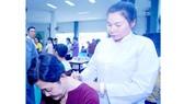 Tận tụy chữa bệnh giúp người nghèo