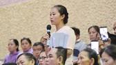 Cử tri quận 2 kiến nghị trong buổi tiếp xúc cử tri của Bí thư Thành ủy TPHCM Nguyễn Thiện Nhân, ngày 20-6-2018. Ảnh: VIỆT DŨNG