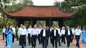 Thủ tướng dâng hương tại Khu di tích lịch sử quốc gia đặc biệt Lam Kinh (Thanh Hóa)