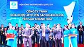 Ông Lê Hữu Hoàng - Chủ tịch Hội đồng thành viên Công ty TNHH Nhà nước MTV Yến sào Khánh Hòa nhận giải thưởng