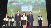 Đại diện Công ty BenThanh Tourist nhận giải Thương hiệu vàng