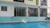 Diện tích phụ trợ hồ bơi đã bị chuyển thành căn hộ cao ốc Lucky Apartment (quận Tân Phú) của Công ty cổ phần Đầu tư và phát triển địa ốc Khang Gia. Ảnh tư liệu