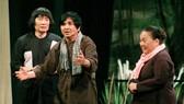 Một cảnh trong vở Đời cô Lựu - tác phẩm cải lương kinh điển của soạn giả Trần Hữu Trang luôn tạo sức cuốn hút với khán giả mộ điệu