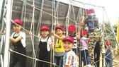 Tham gia hoạt động ngoại khóa cũng là cách giúp trẻ hòa đồng