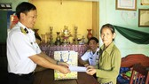 Lữ đoàn 680 thăm và tặng quà các gia đình chính sách tại xã Bình Châu, huyện Bình Sơn, tỉnh Quảng Ngãi