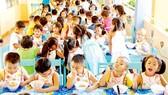 Bữa ăn của các bé học bán trú tại một trường mẫu giáo. Ảnh minh họa