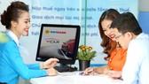 Các ngân hàng liên tục khuyến nghị khách hàng đổi mật khẩu và cẩn trọng khi giao dịch qua internet. Ảnh: HUY ANH