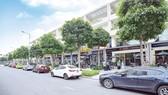 Hiện nay, tuyến phố thương mại Nguyễn Cơ Thạch sầm uất, nhộn nhịp với nhiều thương hiệu hàng đầu