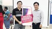 Khách hàng trúng thưởng Iphone 8 plus tại siêu thị Co.opmart Nguyễn Ảnh Thủ TPHCM