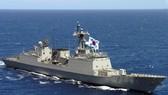 Tàu khu trục Hàn Quốc Munmu Great tham gia chống cướp biển ở vịnh Aden. Ảnh: US NAVY