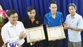 Vụ kẻ cướp bị truy đuổi đâm 2 nam thanh niên trọng thương: Thưởng nóng người dân bắt cướp