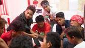 菲律賓青少年在一起討論如何預防艾滋病。(圖源:兒基會/Palasi)