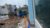 圖為某一民宅的牆壁倒塌現場。(圖源:公元)